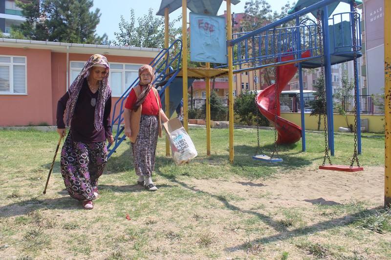 In this Sep 8, 2015 file photo 82-year-old Gu00fclsu00fcm u00d6ztoprak and 80-year-old Mu00fczeyyen Tabakou011flu clean their neighborhood park to set an example. (IHA Photo)
