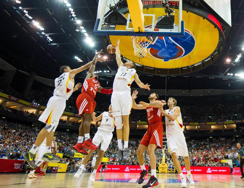 Turkey's Ali Muhammed (2-L) and Germany's Johannes Voigtmann (4-L) vie for the ball during the FIBA EuroBasket 2015 Group B match, 08 September 2015. (EPA Photo)
