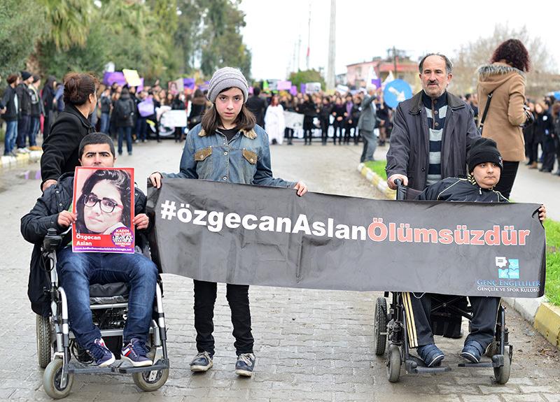 Protestors hold a portrait of 20-year-old u00d6zgecan Aslan (File photo)