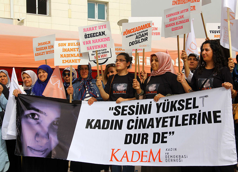 A group of KADEM protestors gathered near the courthouse to protest Aslan's murder along with violence against women (AA Photo).