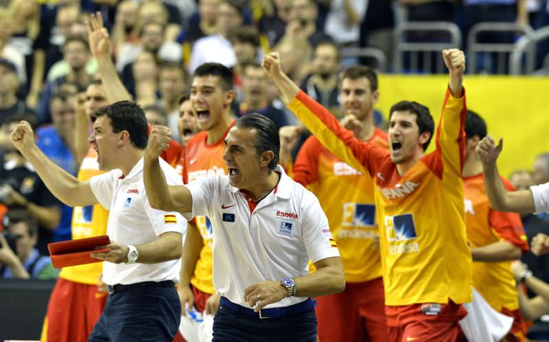 Spain's head coach Sergio Scariolo reacts after the EuroBasket group B match Germay vs Spain in Berlin on September 10, 2015. (AFP Photo)