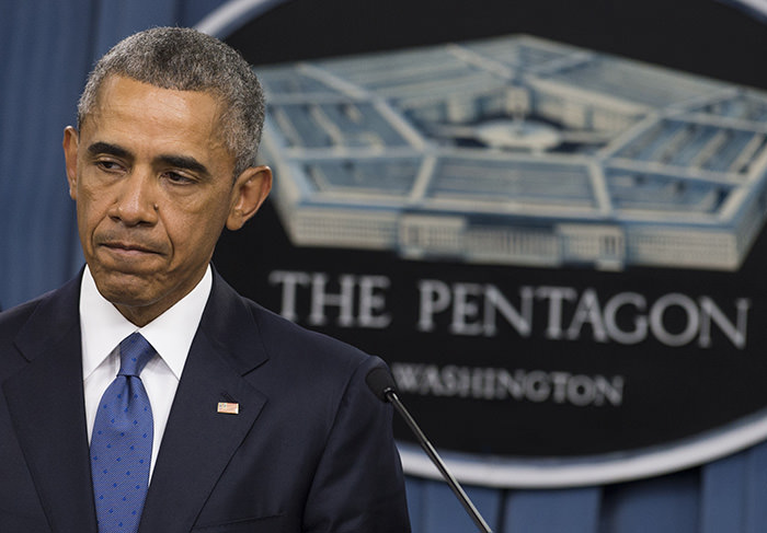 US President Barack Obama speaks following a meeting with top military officials about the military campaign against the Islamic State at the Pentagon in Washington, DC (AFP Photo)