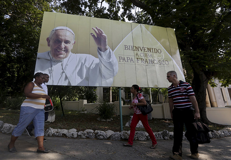 ubans walk under a poster of Pope Francis, which reads ,Welcome to Cuba, in Havana September 14, 2015. Pope Francis will be visiting Cuba from September 19 to September 22. (Reuters Photo)