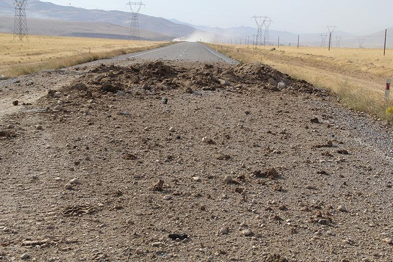 Bau015fkale-Hakkari highway, where PKK terrorists attacked army convoys, September 22, 2015 (AA Photo)
