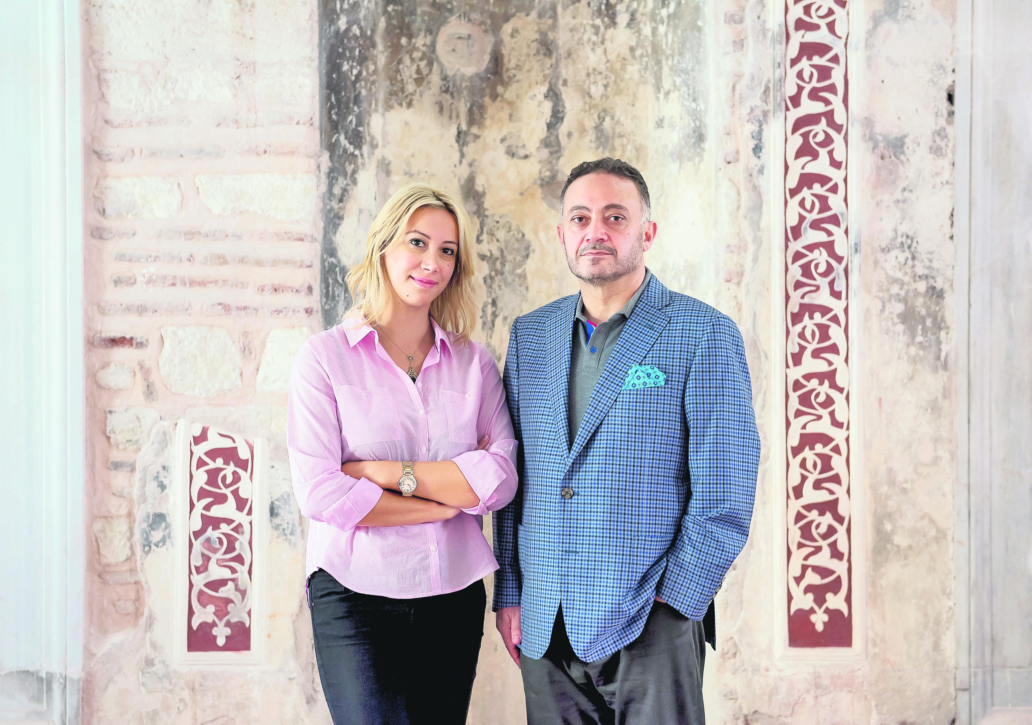Burçu Aldinç (L) conducted an interview about the museum project with calligrapher Mehmet Çebi (R).