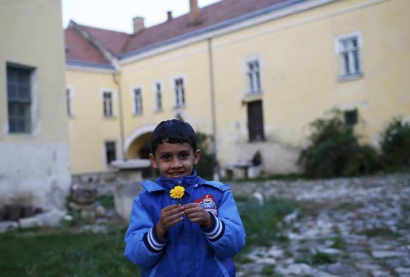 A young boy plays outside as refugees celebrate Eid al-Adha with Austrian villagers in the hall of Schloss Koenigshof, an ancient Habsburg castle in Bruckneudorf, Austria September 24, 2015. (REUTERS Photo)