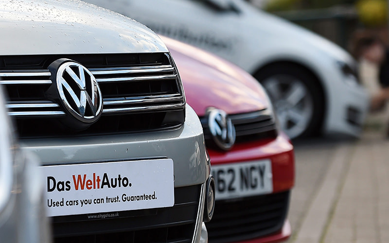 New Volkswagen cars at a dealership in High Wycombe, north west of London, Britain, 22 September 2015 (EPA Photo)