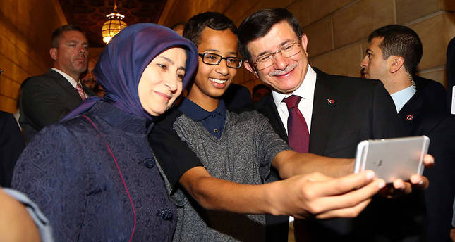 Mohamed taking a selfie with Turkish PM Ahmet Davutoğlu and his wife Sare. (AA Photo)
