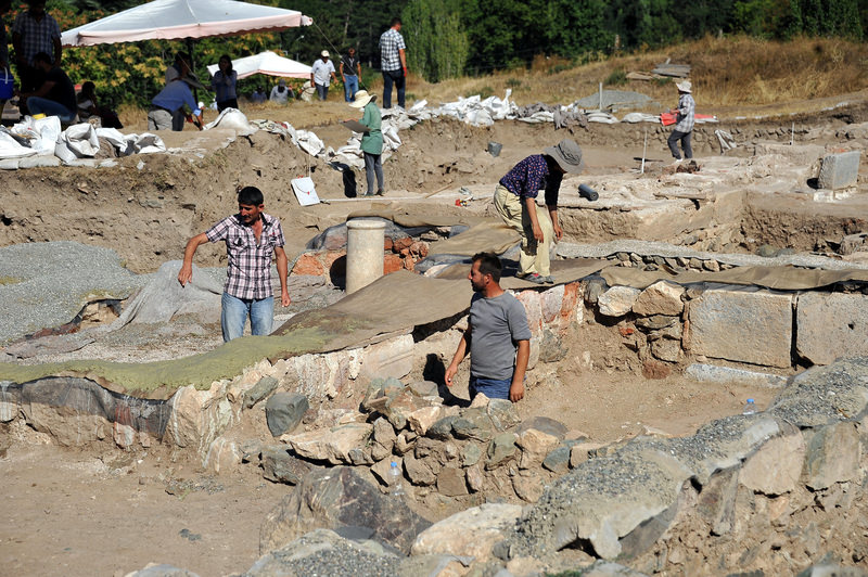 The archeological team working under the supervision of Professor Burcu Erciyas of Middle East Technical University in the ancient city of Comana Pontica.