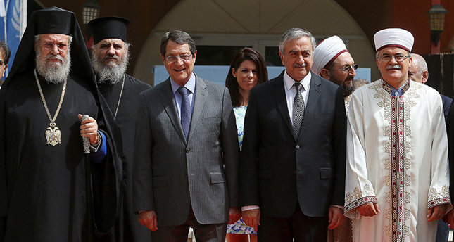 Greek Cypriot leader Nicos Anastasiades (centre L) and Turkish Cypriot leader Mustafa Akıncı (centre R) pose for a picture with Turkish Cypriot religious leader Mufti Talip Atalay (R) and Greek Cypriot Archbishop Chrysostomos (L) (Reuters Photo)