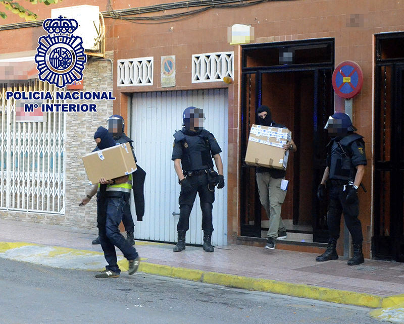 A handout picture provided shows police officers carrying boxes with evidence after a search at the residence of a Moroccan woman arrested for alleged connection with the ISIS group, in eastern Spain, 04 Oct 2015 (EPA photo)