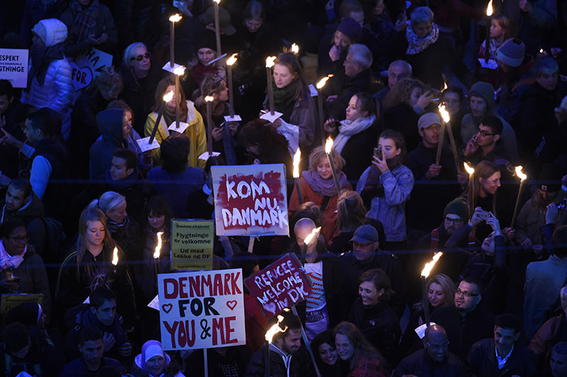 People demonstrate in front of the Danish parliament in Copenhagen, Denmark on October 6, 2015 (AFP Photo)