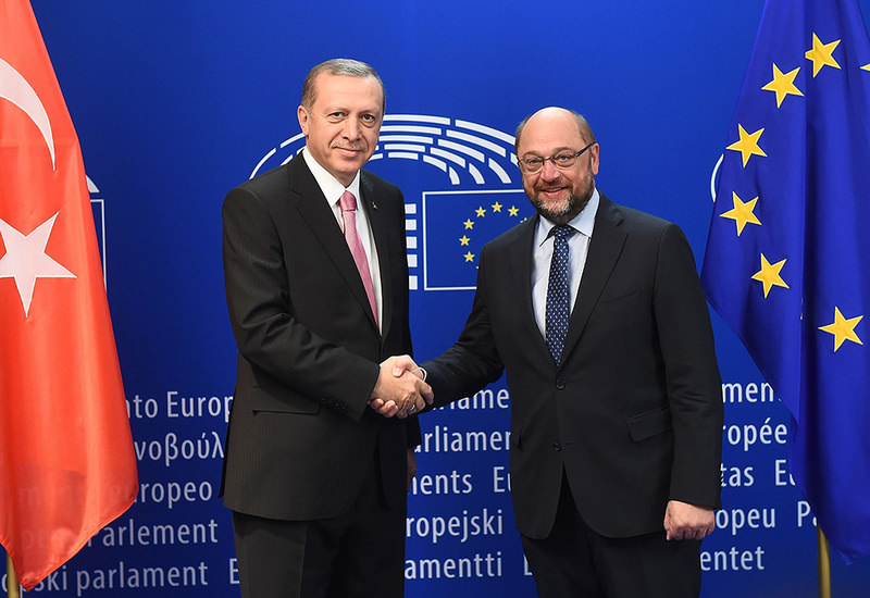 President Erdou011fan (L) shakes hands with European Parliament President Schulz at European Parliament in Brussel on Monday. (AFP Photo)