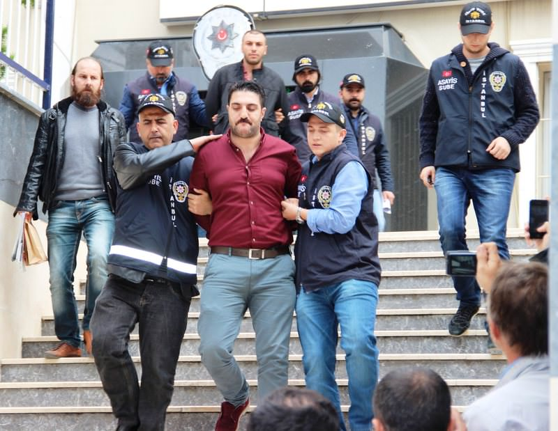 Turkish Police take the suspects in the attack on journalist Ahmet Hakan to Istanbul Security Directorate's public security department Oct 1, 2015. (IHA Photo)