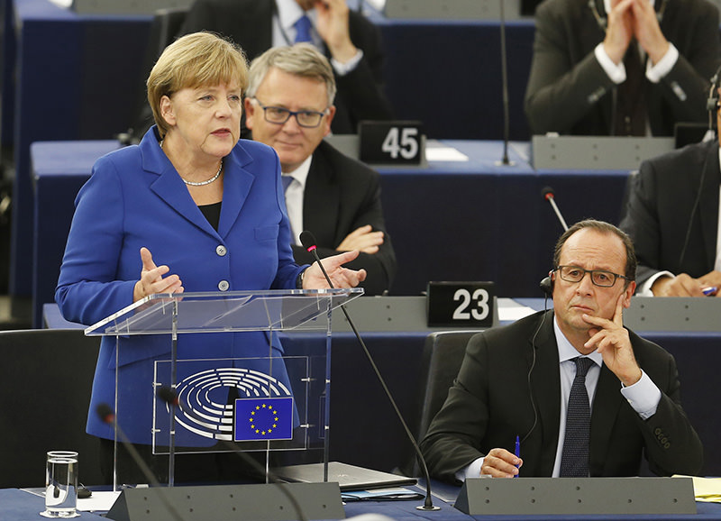 Angela Merkel gestures as she delivers her speech as part of a joint appearance with French President Francois Hollande at the European Parliament in Strasbourg, eastern France, Oct. 7, 2015 (AP photo)