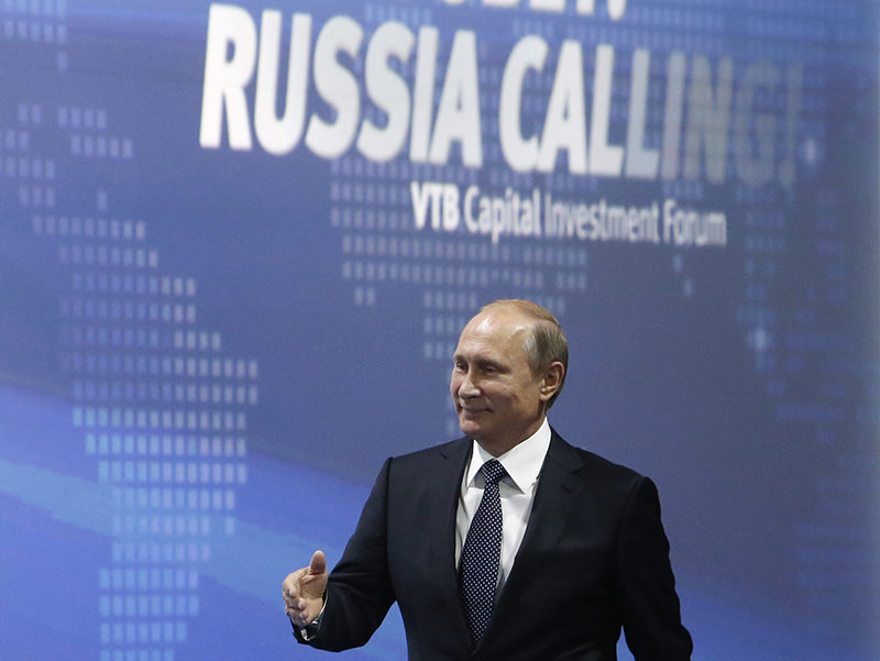 Putin attends the 7th annual VTB Capital 'Russia Calling!' Investment Forum in Moscow, Russia, 13 October 2015 (EPA photo)