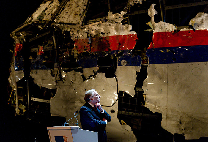 Tjibbe Joustra, Chairman of the Dutch Safety Board (DSB/OVV), speaks during a press conference to present the report findings of the Dutch Safety Board in Gilze Rijen, 13 October 2015 (EPA Photo)