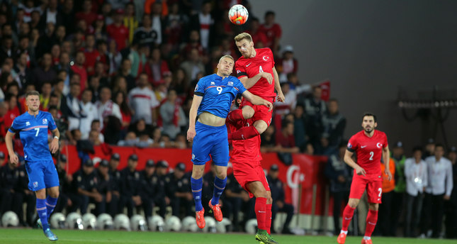 Turkey's Serdar Aziz, right, and Kolbeinn Sigthorsson of Iceland battle for the ball during their Euro 2016 Group A qualifying match between Turkey and Iceland at the Buyuksehir Torku Arena Stadium in Konya, Turkey, Tuesday, Oct. 13, 2015. (AP Photo)