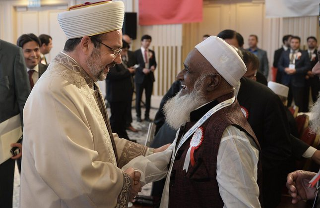 Mehmet Görmez (left) welcomed clerics from Asian and Pacific countries at the summit that brings together religious leaders from countries ranging from Afghanistan to Australia. (AA Photo)