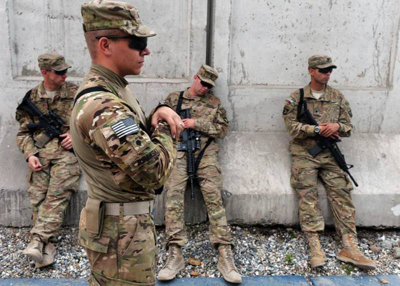 US soldiers take a break after an award ceremony at Forward Operating Base, Finley Shields in Jalalabad in Nangarhar province on April 6, 2013 (AFP Photo)