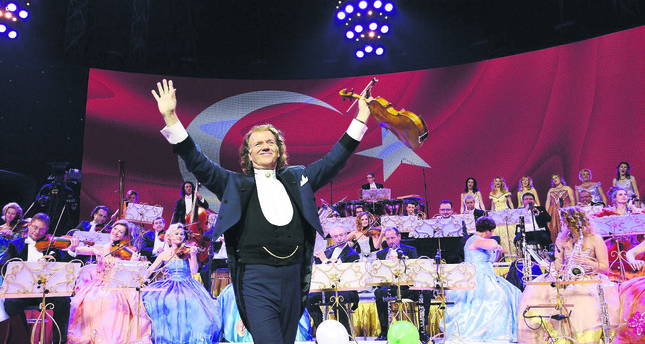 Famous violinist Andre Rieu returns to Istanbul stage