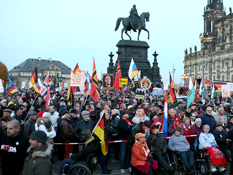 Thousands of Pegida supporters demonstrated on Theaterplatz square in Dresden, Germany, 12 October 2015 (AA Photo).