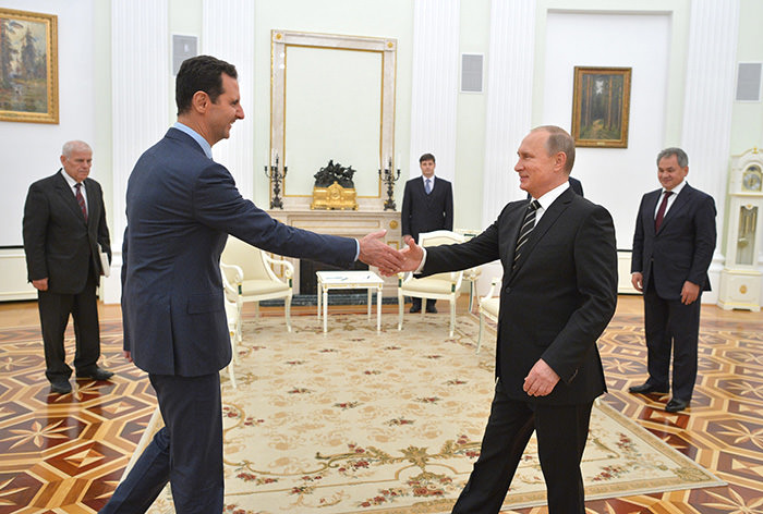 Russian President Vladimir Putin (Right) shaking hands with Syrian President Bashar al-Assad during their meeting at the Kremlin in Moscow, Russia, 20 October 2015 (EPA Photo)