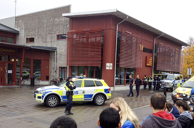 Emergency services attend the scene after masked man attacked people with a sword, at a school in western Sweden, Thursday Oct. 22, 2015 (AP photo)