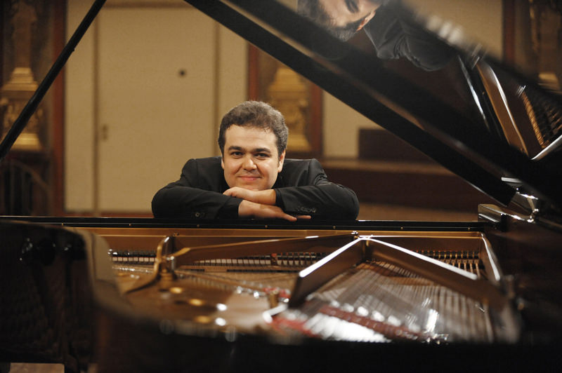 Arcadi Volodos will give a recital at the Presidential Symphony Orchestra Hall to kick off the Ankara Piano Festival.