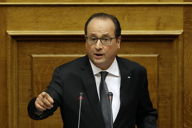 French President Francois Hollande delivers a speech to the lawmakers at the Greek parliament, in Athens, Greece, 24 October 2015 (EPA photo)