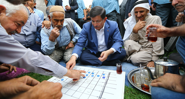 PM Davutoğlu holds rallies in southeastern provinces, promises economic boost