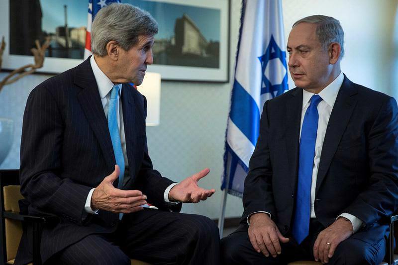 Israeli Prime Minister Benjamin Netanyahu (R) meets with United States Secretary of State John Kerry in Berlin.