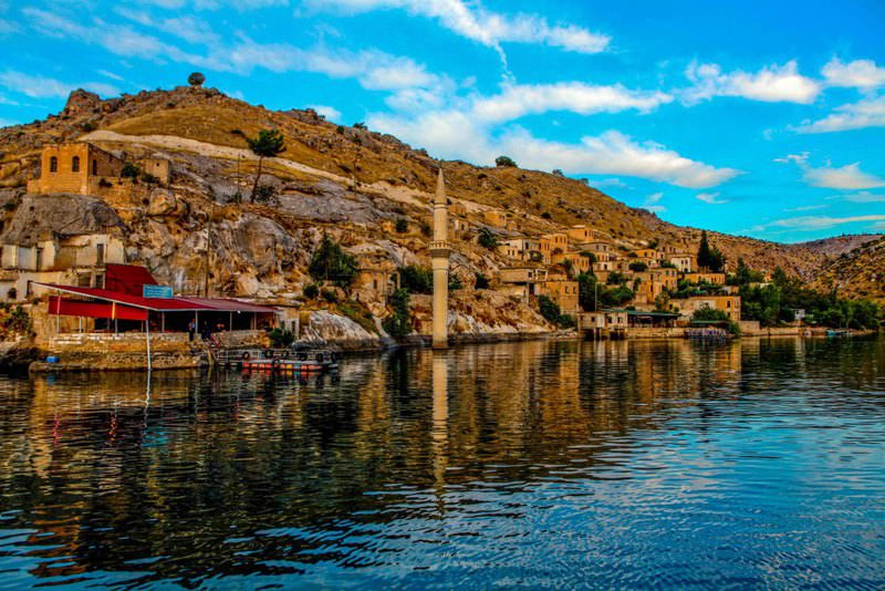 Unlike its lively days during the reconciliation process, Halfeti district u2013 the hometown of PKK leader Abdullah u00d6calan u2013 now recieves several tourists a day.