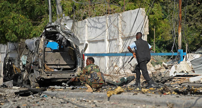 A soldiers patrols near the wreckage caused from an explosion on November 1, 2015 near the damaged Sahafi hotel in Mogadishu. (AFP Photo)