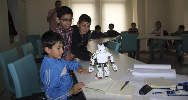 Municipality provides robotic workshop to improve kids' creativity