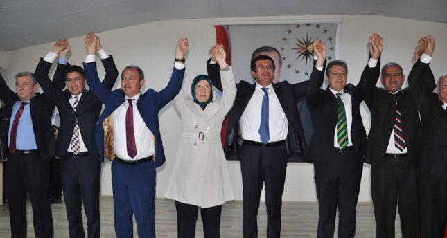 During his visit to the Çardak district of Denizli province, interim economy minister Nihat Zeybekci (L5) spoke very optimistically about Turkey's Economy.