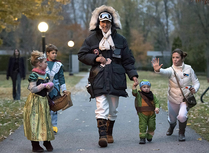 PM Trudeau dressed as Han Solo goes trick-or-treating on Halloween with family in Ottawa on October 31, 2015 (Reuters Photo)