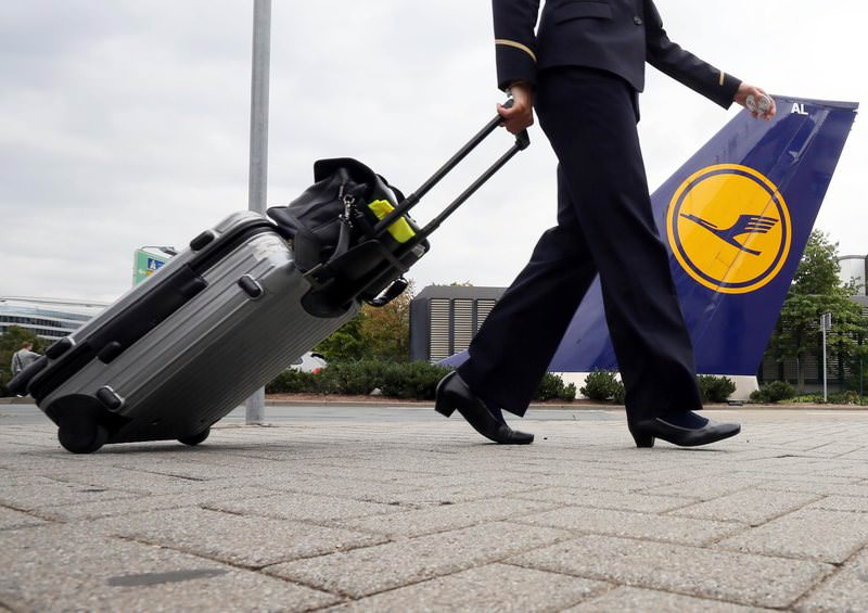 Flight attendant going back to work after the strike final demonstration, at the Lufthansa at the airport in Frankfurt am Main, Germany, 31 August 2012 (EPA Photo)