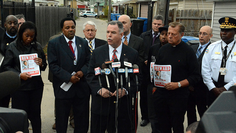 Chicago Police Superintendent Garry McCarthy, center, speaks during a news conference Thursday, Nov. 5, 2015 regarding the homicide of 9-year-old Tyshawn Lee (AFP Photo)