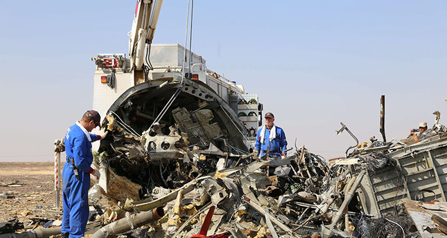 Russia's Emergency Ministry shows Russian emergency services personnel working at the crash site of a A321 Russian airliner in Sinai Peninsula (AFP Photo)
