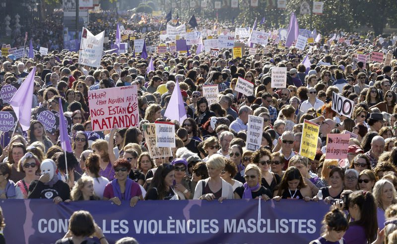 Thousands of mainly women join a protest march against male violence in downtown Madrid, Spain, 07 November 2015. (EPA Photo)