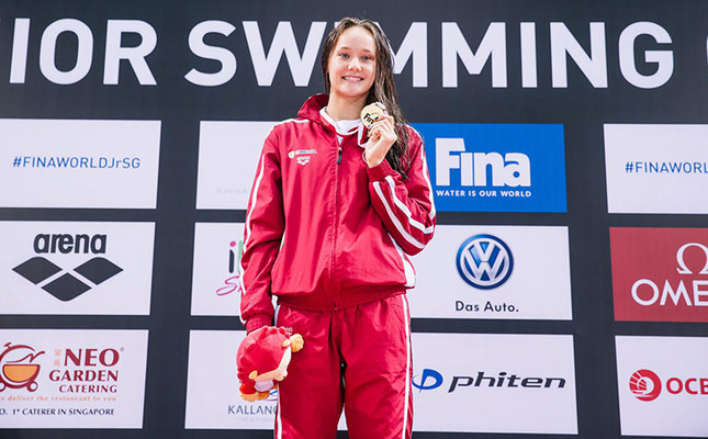 Güneş posing with her two gold medals obtained in World Youth Championship held in Singapore in August 2015. (AA Photo)