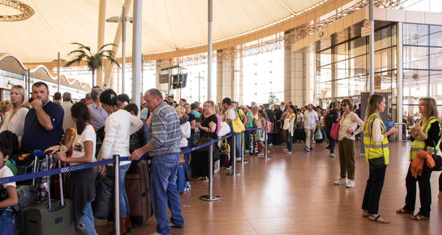 Tourists line up for luggage screening at the airport of Sharm el-Sheikh, Egypt, on Saturday, Nov. 7, 2015. (AP Photo)
