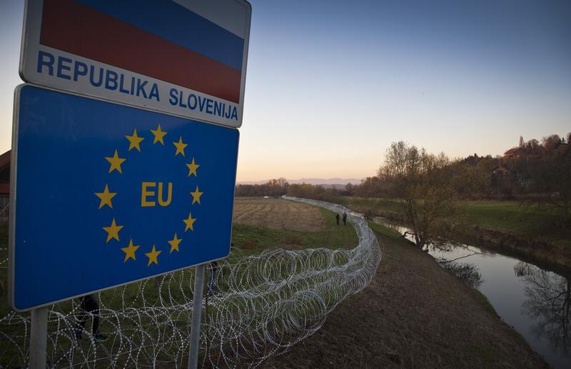 Razor razor-wire fence is erected on the Croatian border, in Rigonce, Slovenia, Wednesday, Nov. 11, 2015. (AP Photo)