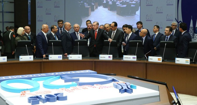President Erdoğan (C) examines the preparations for the G20 Leaders' Summit with Turkish officials