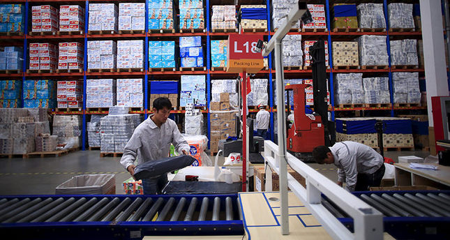 Employees work at a Tmall logistic centre in Suzhou, Jiangsu province, China, October 28, 2015 (Reuters Photo)