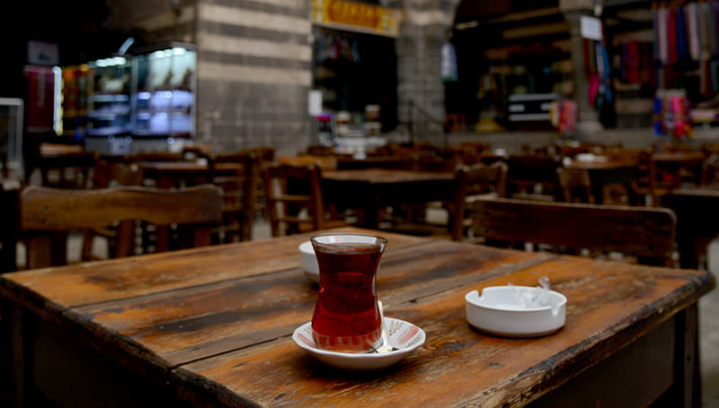 A cup of Turkish tea is placed on a table at the Hasan Pasa caravansary in Diyarbakir on October 1, 2015. (AFP Photo)