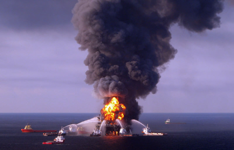 A file picture released by the US Coast Guard on 22 April 2010 shows a fire aboard the mobile offshore oil drilling unit Deepwater Horizon. (AFP Photo)