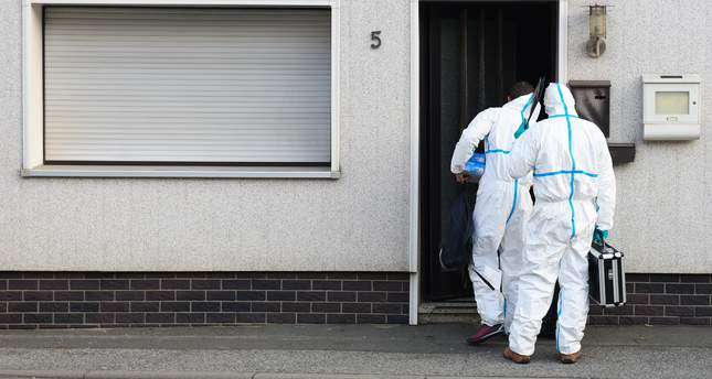 rime scene investigators at a residential building in Wallenfels, Germany, 13 November 2015. (EPA Photo)