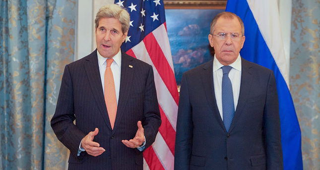US Secretary of State John Kerry (left) with Russian FM Sergey Lavrov in Vienna (AA Photo)